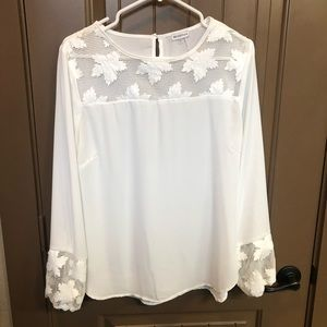 Cute White Top with Appliqué